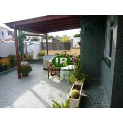 Красивый дом с 4 спальнями и собственным бассейном, садом и большой террасой