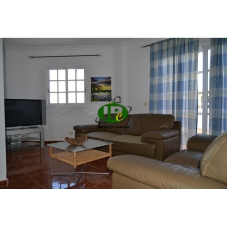 apartment on the first floor with 3 bedrooms and 2 bathrooms. In a quiet side street with small balconies and a terrace