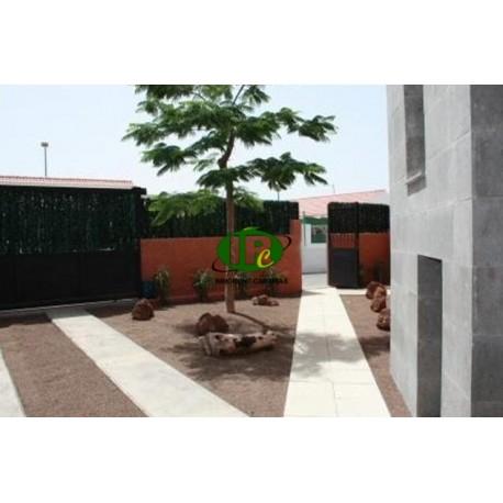Casa con 4 dormitorios y 3 baños en área de 300 m2 - 1