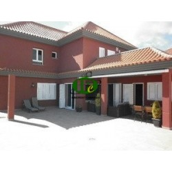 Large house with good equipment and 6 bedrooms, and 5 bathrooms - 1