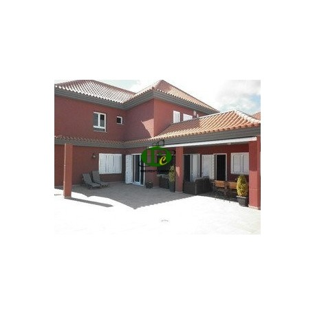 Großes Haus mit guter Ausstattung und 6 Schlafzimmer, und 5 Bäder - 1