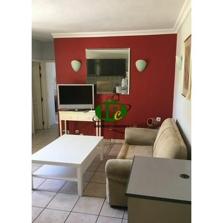 En Venta de playa del ingles Apartamento bien mantenido y renovado con 2 dormitorios en la planta superior - 1