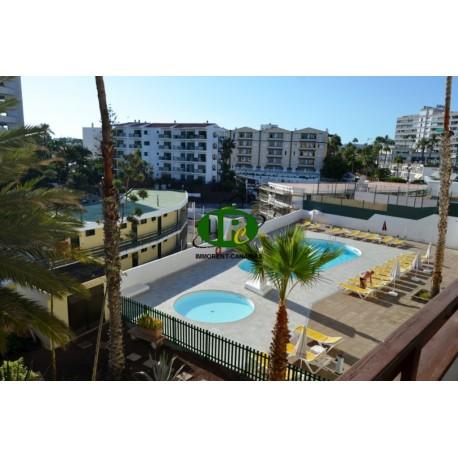 Appartement met 1 slaapkamer op ongeveer 45 vierkante meter op het zuiden, 3e verdieping met lift en gemeenschappelijk zwembad -
