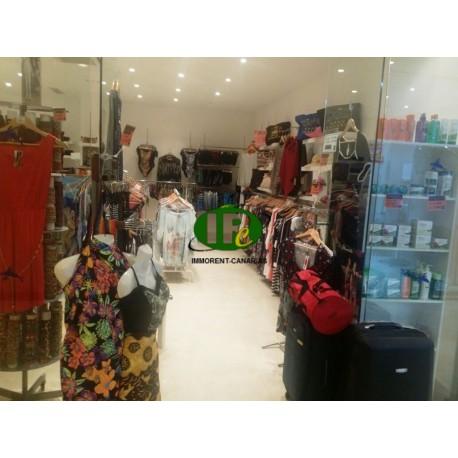 Магазин одежды площадью 50 кв.м, расположенный в хорошем месте - 1