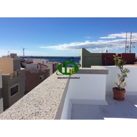 Nice apartment in a very good location in the center of Playa de Arinaga, about 100 meters from the beach