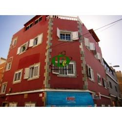 Квартира с 3 спальнями и 2 ванными комнатами расположена на боковой улице - 21