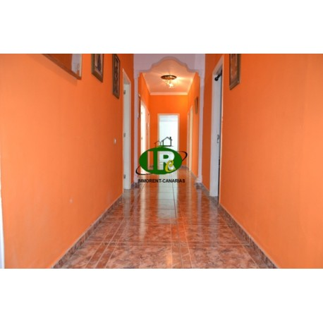 Apartment with 4 bedrooms, small balcony and patio with natural light. Located on the 1st floor with stairs