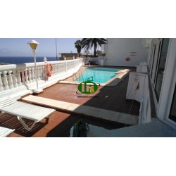Appartement op een rustige locatie met uitzicht op zee en een gemeenschappelijk zwembad in de buurt van het strand en de haven -