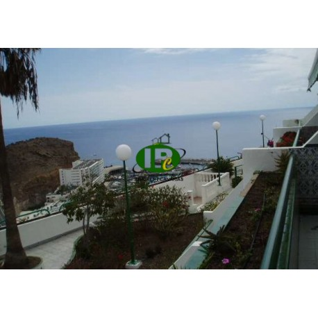 Apartamento con 1 dormitorio en unos 55 metros cuadrados. Ubicado en el segundo piso en la ladera, con vista al mar y al puerto