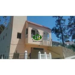 Casa individual en 196 metros cuadrados con 6 dormitorios y 2 baños en 2 niveles